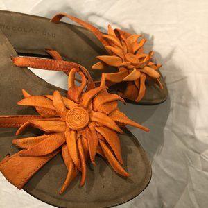 chocolat blu AS NEW orange leather flowers thongs